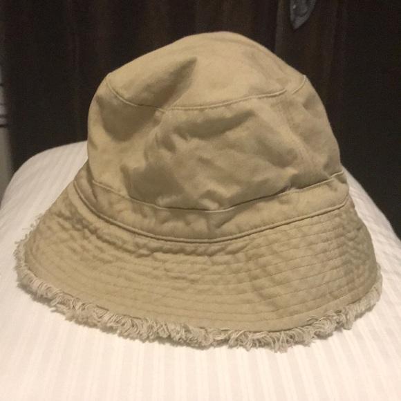 Liz Claiborne Accessories - Liz Claiborne- hat - a9327b92dd0e